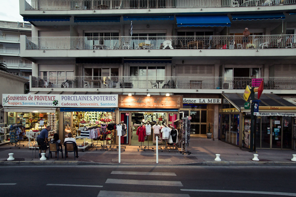 Evening shopping, Juan-les-Pins