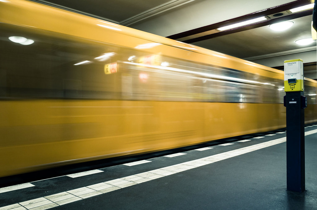 Moving train in Stadtmitte U Bahn station