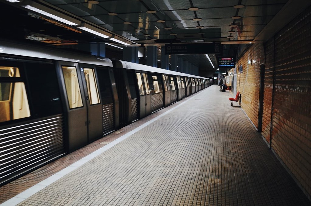 Timpuri Noi subway station