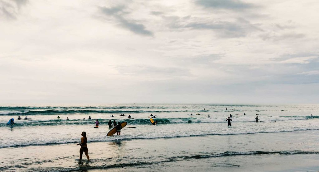 Surfer gridlock, Bali