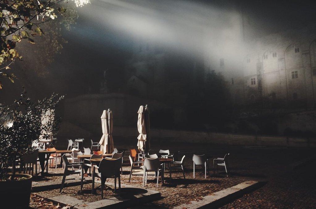 A rare foggy night in Avignon 3/3