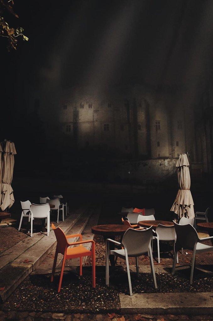 A rare foggy night in Avignon 2/3